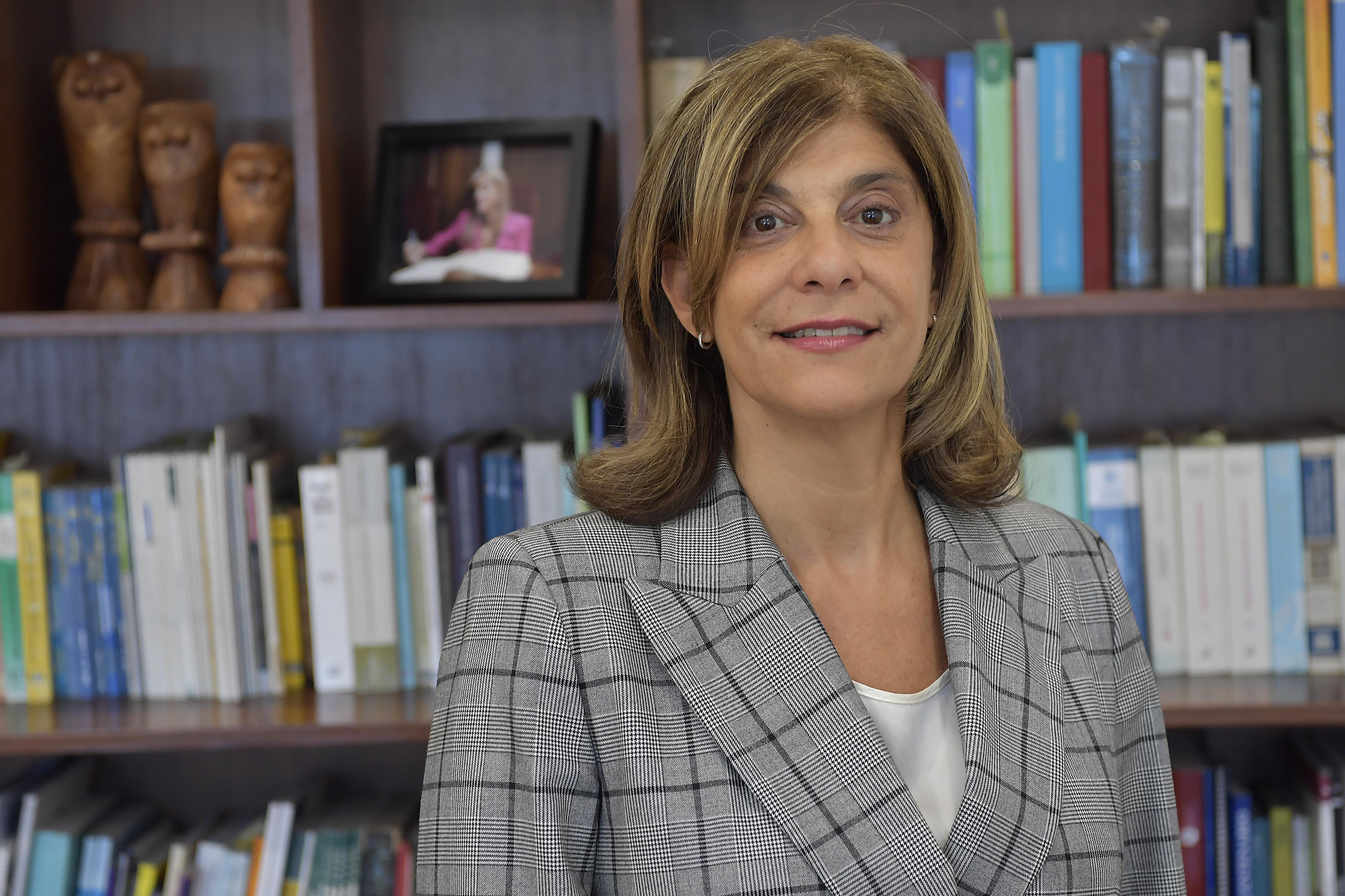Dra. Claudia Mizawak