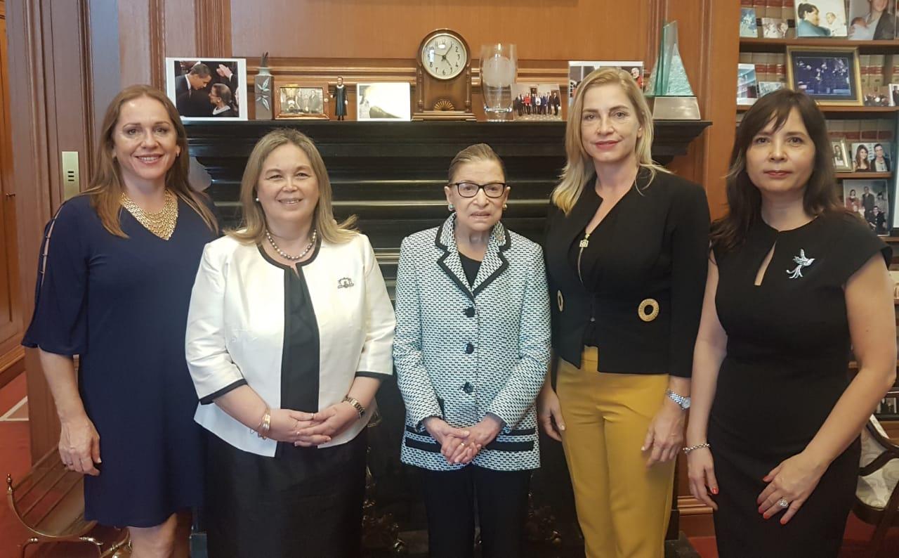 La Dra. Susana Medina entregó a la jueza de la Corte Suprema de EEUU Ruth Bader Ginsburg el Premio IAWJ a los DDHH 2018