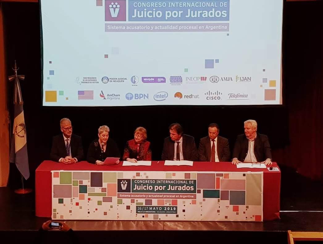 Se firmó un convenio para investigar la implementación del Juicio por Jurados