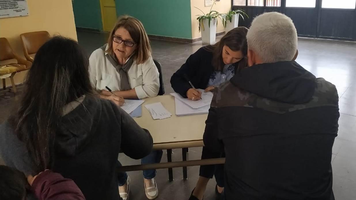 Jueces, fiscales y defensores atendieron hoy a vecinos en una escuela de Paraná