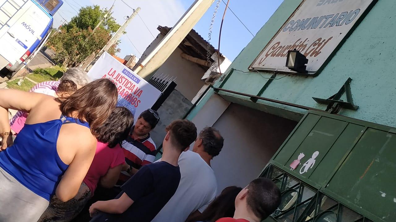 """""""La Justicia va a los barrios"""" atendió a vecinos de Gauchito Gil"""