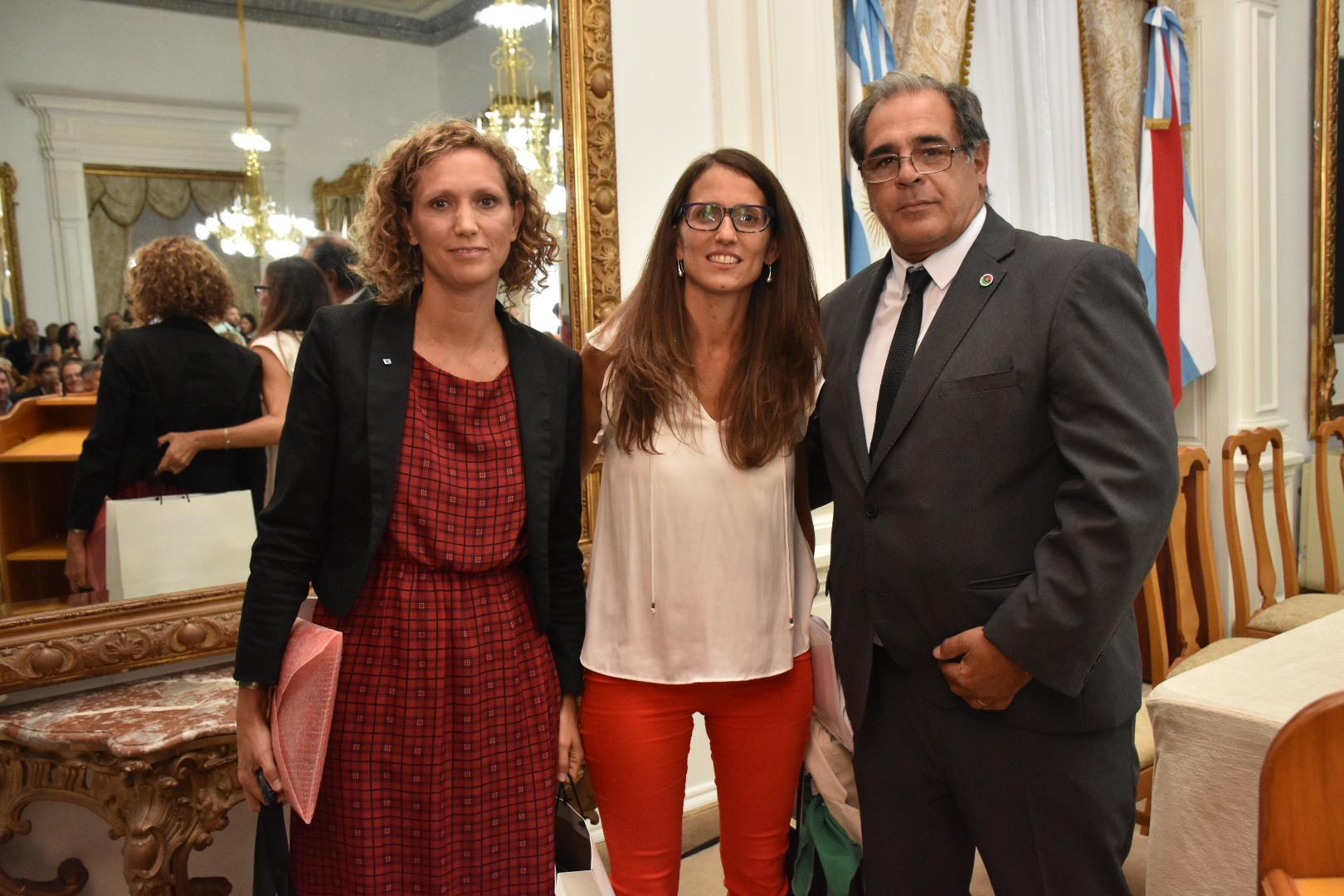 Carbonell junto a Elizabeth Gomez Alcorta y Vanesa Vázquez Laba