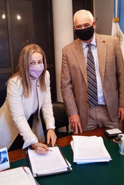 El defensor General Benítez firmó convenio con el Registro Civil